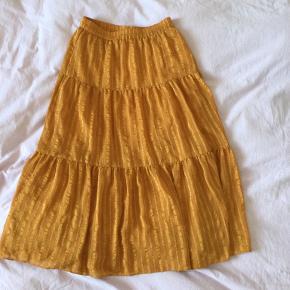 Second Female tøj
