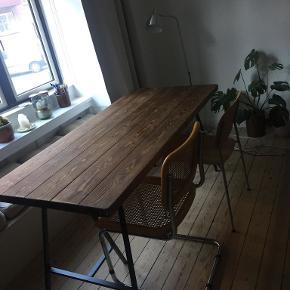 Spisebord, Plankebord, Bord, Hipstory, b: 73 l: 160  Hipstorys klassiske plankebord. Der er lidt ridser i bordpladet. L 160 x B 73 x H 75 cm Mørkebrun, vandafvisende voks uden kemikalier Nypris 1700,- Afhentes i Valby, i stuen!