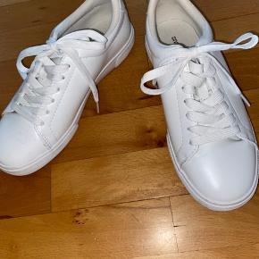 Hvide sneakers fra H&M str. 37 brugt 1 gang
