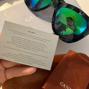 Sælger disse ganni solbriller med meget behageligt lys, aldrig brugt før, beskyttelsesfilm har været på siden køb. Kom med bud🌟