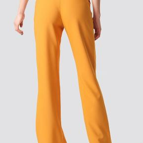 Fede orange bukser fra NA-KD x Astrid Olsen🍊