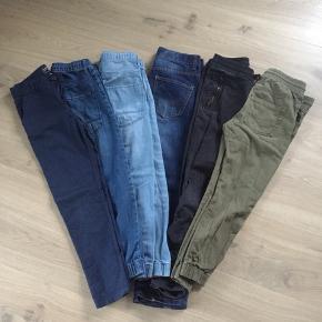 Rigtig fin Tøjpakke til den friske dreng str. 134/140. 6 par bukser 3 poloer 2 skjorter  10 T-shorts Blande mærker: Ralf Lauren, Tommy Hilfiger, H&M mv.