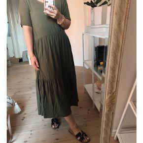 Fin stretchy tencel kjole fra Object :-)  Aldrig brugt og fejler intet.   Bytter ikke. Mindsteprisen er sat.