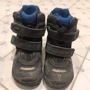 Fine vinterstøvler fra Ecco med tex membran, der sikrer sikrer tørre fødder. De har kun været brugt lidt sidste sæson, da vi var ude at rejse i 2 mdr, men de ikke blev brugt.