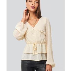 Sælger denne fine bluse, da jeg desværre ikke har fået den brugt  Tags: Ganni, resume, zara, moves