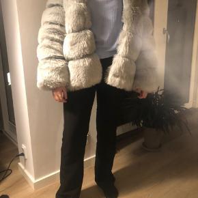 Fin faux fur jakke str L fra Americandreams