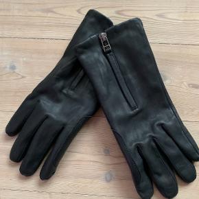 Læderhandsker med touch fra Filippa K.  Str. L