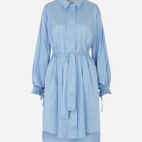 Munthe MINDIE kjole. Kun brugt en enkelt gang - fremstår som ny!  Nypris: 1699,- Sælges for 1000 kr.