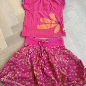 Mega sødt sæt i pink. Nederdel fra Silke & Suus T-shirt fra Mala  Ikke ryger hjem.  Sælges samlet