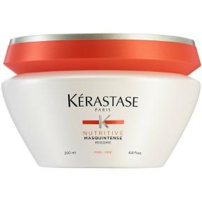 Kérastase Nutritive Masquintense Tørt/Fint Hår 200 ml - Fantastisk hårkur også til et fint hår.  Normal pris: 315kr  Kérastase Nutritive Masquintense er en hårkur til tørt, meget sensibelt og fint hår. Det er en intens nærende hårkur, med høj koncentrat af næringsstoffer der plejer håret i dybden. Den indeholder bla. lipider som er med til at forbedre den naturlige olieproduktion i håret, samt iris ekstrakt der giver næring og beskytter håret mod udtørring. Denne hårkur reparerer et fint og meget tørt hår, uden at tynge det. Kérastase Nutritive Masquintense plejer håret fra rod til spids, samt efterlader håret silkeblødt, glansfuldt og smidigt.  Fordele:  Til tørt, sensibelt og fint hår Høj koncentration af næringsstoffer Reparerer et fint og meget tørt hår Indeholder bla. lipider og iris Intens nærende og beskyttende Tynger ikke Efterlader håret silkeblødt, glansfuldt og smidigt Anvendelse:  Påføres i håndklæde tørt hår Tag en passende mængde i hænderne Fordel det jævnt i spidserne Fordel det jævnt i længderne Lad det sidde i 5-10 minutter Skyl derefter håret grundigt