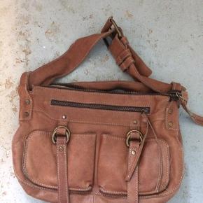 Vintage lædertaske fra Flybirdfly Plet på bagsiden.