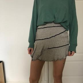 Short skirt, IRO. Composition: 56% viscose, 22% polyamid, 21% virgin wool, 1% elastane