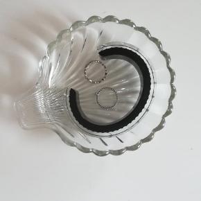 Fin lille muslingeskal glasskål.  Se også mine andre annoncer 😊 jeg giver mængderabat