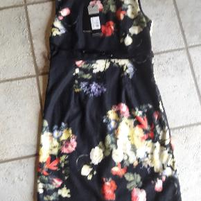 Super flot ny kjole fra Smashed Lemon. Str. 40 Brystmål ca. 50 x 2 cm Længde ca. 97 cm Handler helst via mobilpay Bytter ikke