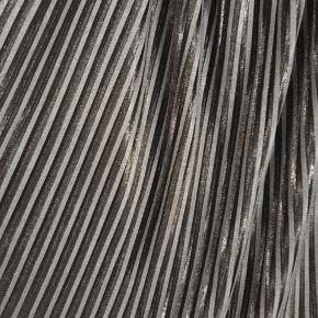 Fin plisseret nederdel fra ZARA i str L. Nederdelen er brugt få gange.  Prisen er vejledende. Byd endelig. Køber betaler porto   Prisen er ekskl Porto  Alle handler er gennem ts Køber betaler Porto og 'sælgerbeskyttelse'   Byd endelig