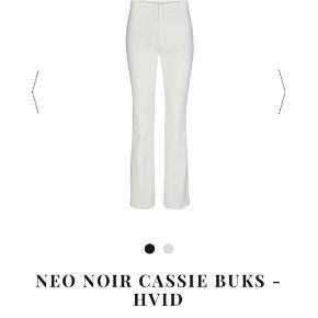Sælger disse fine Cassie bukser fra Neo Noir i en str M🌸 De er kun brugt en enkelt gang og fremstår derfor som helt nye:)  Er åben for bud!
