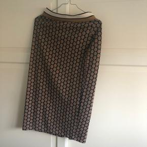 H&M nederdel med fine glimmerdetaljer  Fejler intet  Str S