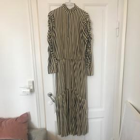 Zara kjole, str. M.Ubrugt og stadig med mærke i. Np: 249
