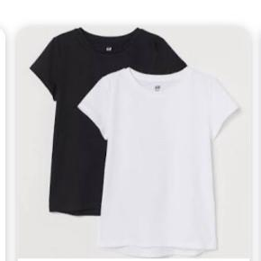 To basic tees/t-shirts🤍🖤 1 for 40kr Begge for 70kr