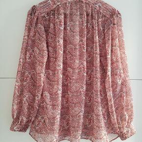 Smuk bluse købt i Madrid. Brugt få gange.