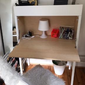 Fedt skrivebord fra IKEA, nypris var vist 1500,- God stand