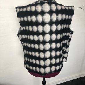Unika vest i uld  Str xxl  Længde 66 Brystvidde lukket 125/130  Handmade
