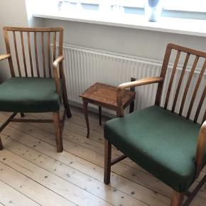 2 stk. stole fra Høng stolefabrik i massivt træ. Prisen er pr. styk.    Mål: 87 cm i højden fra ryg til gulv - 55 cm på det bredeste stykke.  Obs. Den ene skal limes, men de er begge brugbare.