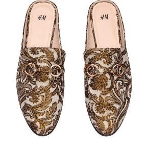 Gucci inspirerede sko fra H&M Brugt ca. 10 gange, fin stand  Pris: 150 pp. (Kan sendes med dao eller afhentes i Vanløse)