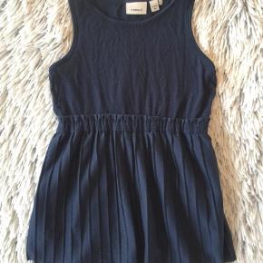 Name it kjole i str. 80 Brugt få gange er super sød på.   Sender selvfølgelig gerne hvis du betaler porto.