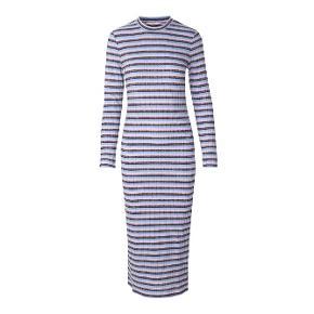 Fineste kjole fra Envii i str. small. Den er brugt få gange og er vasket en enkelt gang, så den er så god som ny. Jeg har desværre bare ikke fået den brugt så meget, som jeg gerne ville 😊