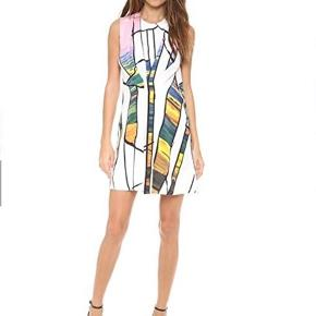 Den smukkeste kjole i 100% silke i en str. 2 købt på Mytheresa.com  Kan afhentes på Østerbro.