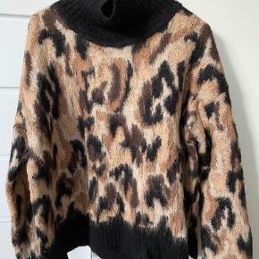 Brugt et par gange, men aldrig vasket og ingen tegn på slid overhovedet. Super lækker og varm sweater fra By Malene Birger!