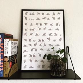 Tusch tegning med små dyr. Størrelsen er A3. Den laves også i andre størrelser. Kun originale tegninger, så de er forskellige 🌸   Hvis rammen skal med koster det 100 kr ekstra.  Skriv for flere billeder. Kvaliteten er ikke så god.