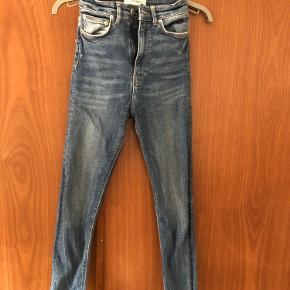 Zara jeans str 34 i livet