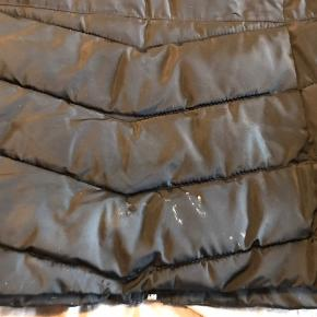 Lækker only overgangsjakke  Ikke brugt meget men har en smule hvid misfarvning nederst bagpå, derfor den billige pris