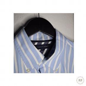 Tommy Hilfiger lyseblå skjorte med hvide striber   ▫️Pris: 100 kr.  ▫️Str: M  Skriv PB for yderligere information