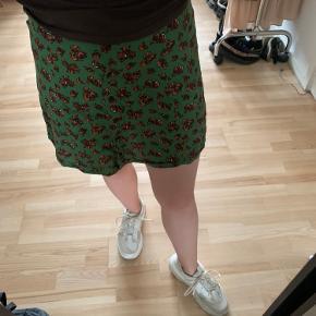 Mønstret nederdel fra ASOS. BYD gerne  🌼 Bud modtages gerne  🌼 Rabat ved køb af flere items