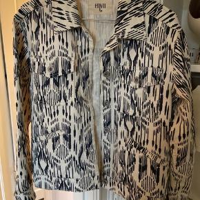 Fiona jacket i beige/blå mønster fra envii sælges Størrelsen er lidt oversize, passer en str. S/M