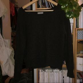mørkegrå sweater i uld og angora fra samsøe samsøe, str. s  den er ret brugt, skal bare af med den:)