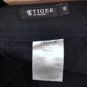 Fineste bukser fra Tiger of Sweden i virkelig god kvalitet. De sælges kun, da de er lidt for store i livet og lidt for korte i benene til mig :( Spørg gerne for billeder ☀️