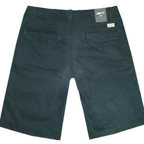 Sortblå shorts fra H&M Graded Gods, loose fit i str 31. Livvidde 43 cm, buksen er i 100% bomuld. #30dayssellout