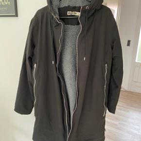 Super flot jakke, som fremstår som ny. Den er ikke brugt meget
