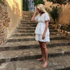 Smuk kjole fra ukendt mærke i en str. m 💕 Sidder rigtigt fint på.  Bud ønskes