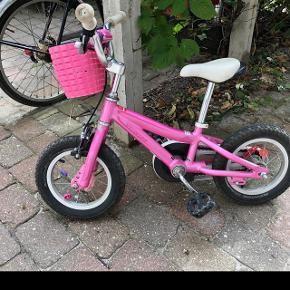 Kvalitets pige cykel sælges. Passer til 4-5 år. Inklusiv cykelkurv (se billede)