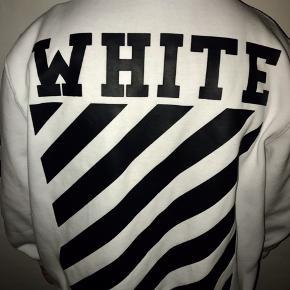 Super fed OFF White hættetrøje  - kan passes af en s,m og lille l alt efter hvor oversized man ønsker den :) - hvid og sort  - kun brugt en enkelt gang