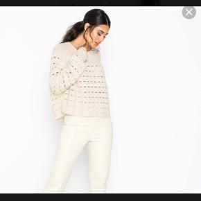 Striktrøje m lidt fnuller på ærmerne, kan fjernes    Sweater Strik  Trøje