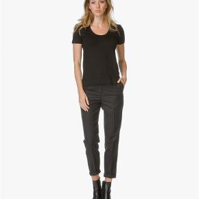 Varetype: T-shirt Farve: Sort Oprindelig købspris: 599 kr.  Rigtig fine t-shirt er brugt et par gang. Den hedder felicitas er 95% viskose og 5% elastane  Ønsker ikke at bytte