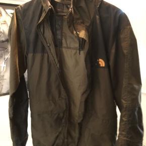 Sælger denne her rimelig slidt The north Face jakke...