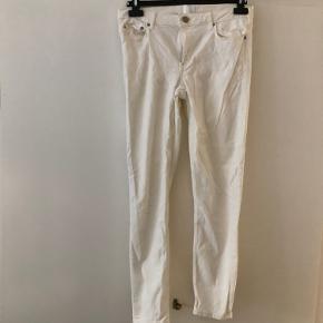 Lille mærke på ene bukseben. Kan nok komme af med Vanish. 30/32