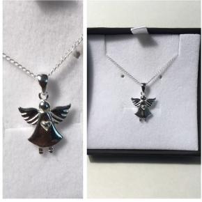 Engle halskæde i sterling sølv (stemplet 925) aldrig brugt  150 kr